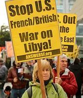 Rassemblement contre la guerre en Libye à San Francisco. Dans un sondage, les Américains se disent pourtant favorables à l'intervention menée depuis samedi.