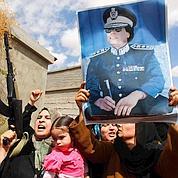 Les forces pro-Kadhafi continuent à bombarder