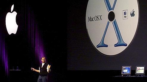 Steve Jobs lors d'une présentation de Mac OS X, en mai 2001 à San Jose.