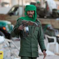 Un soldat libyen dans les rues de Misrata, lundi.