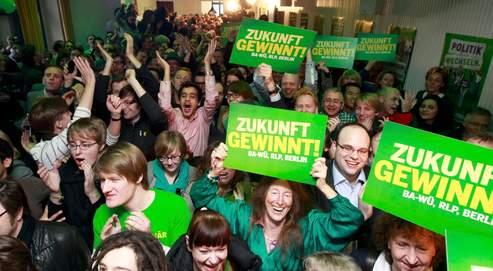 Les militants des Verts laissent exploser leur joie, dimanche, à l'annonce des premiers résultats.