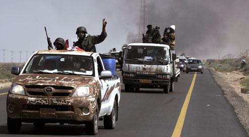 La course folle des rebelles sur la route de Syrte
