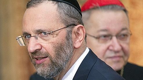 Le Grand Rabbin de France Gilles Bernheim et le cardinal André Vingt-Trois figurent parmi les signataires de ce texte.