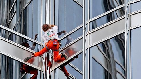 Le «spiderman français» vainc la plus haute tour du monde