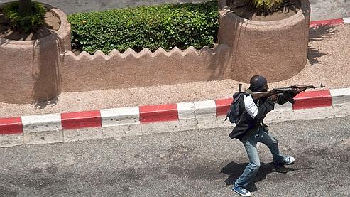 A Abidjan, les combats font rage