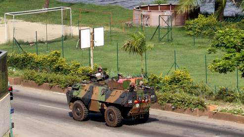 Les militaires français se sont déployés depuis jeudi à Abidjan, afin de protéger les ressortissants français.