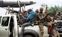Les militaires pro-Ouattara regroupés au nord d'Abidjan dimanche après-midi.