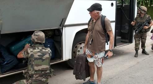 Les Français regroupés à Abidjan avant leur possible évacuation