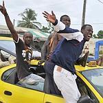 Manifestation de joie des supporters d'Alassane Ouattara, lundi à Abidjan.
