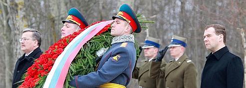 Medvedev apaise la colère des Polonais sur Katyn