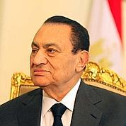 Hosni Moubarak placé en détention