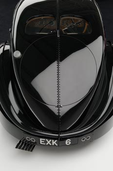 La Bugatti 57 SC Aerolithe, dite «Atlantic», de Raph Lauren, reconnaissable à ses rivets courant le long de la carrosserie, est l'un des quatre exemplaires sortis des ateliers Bugatti de Molsheim. (Pierre-Olivier Deschamps)