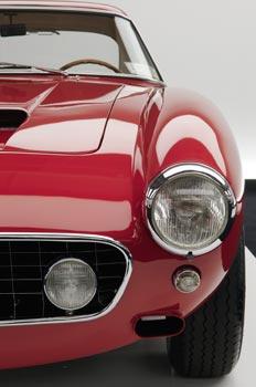 La Ferrari 250 GT Passo Corto, archétype des voitures de grand tourisme du début des années 60, reste sans conteste l'un des dessins les plus réussis de la carrosserie Pinin Farina. (Pierre-Olivier Deschamps)