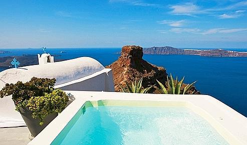 Au Santorini Grace, une vue hypnotisante sur le volcan. (Laurent Fabre/Le Figaro Magazine)
