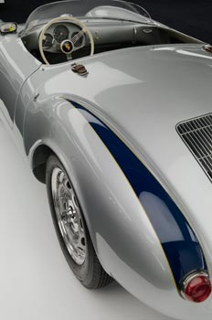 La Porsche Spyder 550 RS, modèle au volant duquel James Dean a trouvé la mort sur la route de Salinas, marque les premiers pas de la firme allemande en catégorie Sport. (Pierre-Olivier Deschamps)