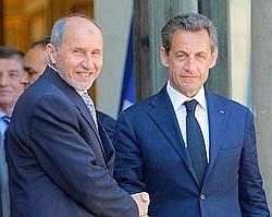 Nicolas Sarkozy et Mustapha Abdeljalil du CNT, ce mercredi à l'Élysée.
