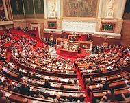 La révision constitutionnelle votée le 23 juillet 2008 a renforcé les pouvoirs du Parlement, qui dispose en théorie de la moitié de l'ordre du jour.