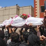 Funérailles en Syrie : la police tire à nouveau