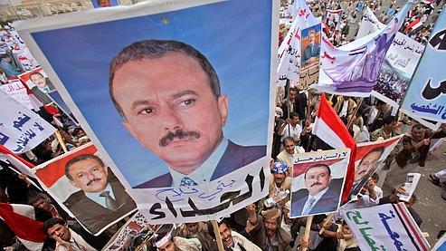 Des partisans du président Saleh lors d'une manifestation vendredi à Sanaa.