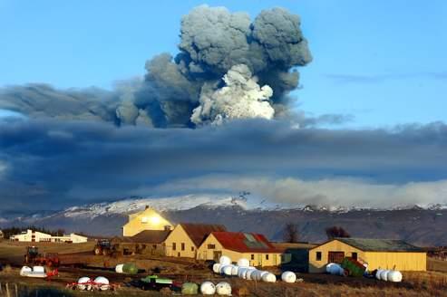 L'éruption du volcan Eyjafjallajökul, en avril 2010, avait projeté dans l'atmosphère un panache de cendres qui avait traversé l'Europe au gré des vents.