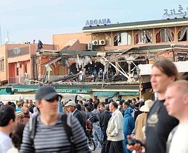 La devanture du café Argana a été soufflée par l'explosion.