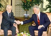 Bill Clinton rencontre le président syrien Hafez el-Assad à Genève, en mars 2000.