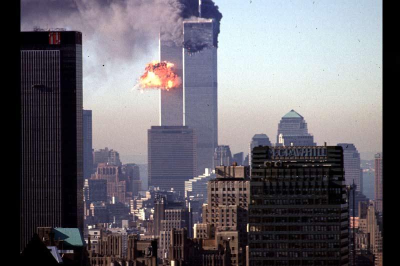 <b>Dix ans</b>. C'est l'une des traques les plus longues de l'histoire contemporaine qui vient de s'achever. À quatre mois près, les Américains auront mis une décennie entière à mettre la main sur Oussama Ben Laden, depuis ce 17 septembre 2001, quelques jours après les attentats du 11 septembre, où George W. Bush avait réclamé la capture «mort ou vif» du chef d'al-Qaida. Plus de 3000 personnes sont mortes dans ces attentats les plus meurtriers de l'Histoire.
