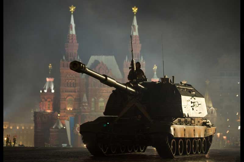 <b>Répétition</b>. La seconde répétition nocturne de la parade en l'honneur du 66ème anniversaire de la Victoire dans la Grande Guerre patriotique s'est tenue, sur la place Rouge à Moscou, dans la nuit de mardi à mercredi. Le 9 mai prochain, près de 20.000 soldats et officiers prendront place pour cette parade militaire.