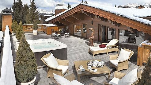 La terrasse de l'appartement privé de 500 m2 de l'hôtel les Airelles à Courchevel