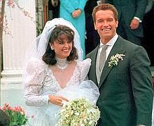 Arnold Schwarzenegger et Maria Shriver le jour de leur mariage en avril 1986.