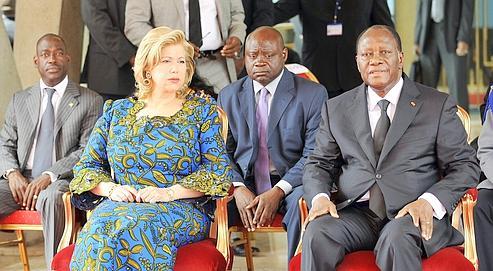 Alassane Ouattara et son épouse Dominique, le 12 mai à Abidjan lors d'un hommage aux victimes des violences post-électorales.