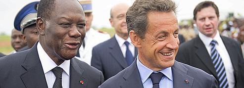 Sarkozy annonce le maintien de l'armée française en Côte d'Ivoire