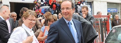 À Tunis, Hollande se distancie de ses adversaires