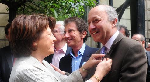 Fabius se range derrière Aubry pour la primaire PS