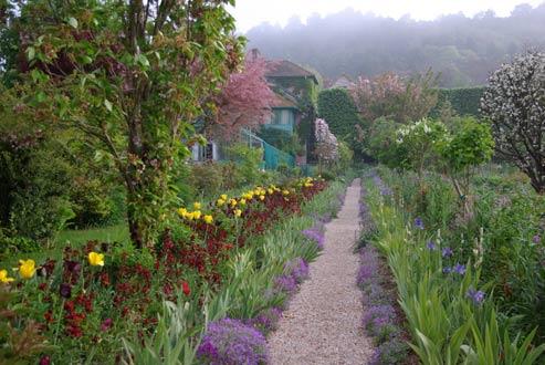 S'il a transmis son savoir aux dix jardiniers qui travaillent avec lui, certains depuis quinze ans, personne ne possède, comme Gilbert Vahé, les secrets du jardin de Monet. (Gilbert Vahé)