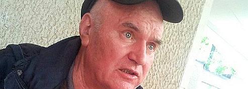 Mladic tente de retarder son transfèrement à LaHaye
