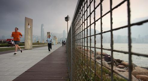 En pleine séance de jogging dans la nature, on peut être obsédé par les sujets évoqués lors d'une dernière réunion de travail, ce qui empêchera évidemment de profiter des bienfaits de ce moment. Crédits photo : ED Jones / AFP