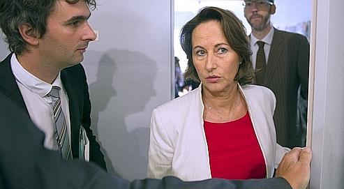 Nicolas Sarkozy et Ségolène Royal, lors de leur déplacement, jeudi, à La Rochefoucauld (Charente).