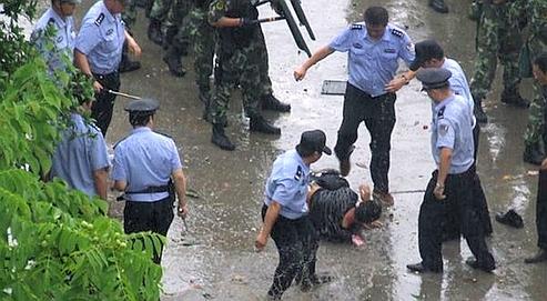 Des émeutes importantes de travailleurs migrants ont eu lieu à Zengcheng, près de Canton.