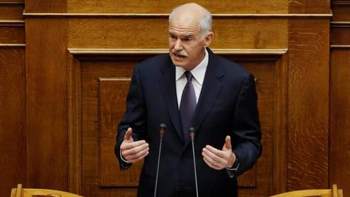 Le premier minstre Georges Papandréou présente dimanche 19 juin son gouvernement remanié devant le parlement.