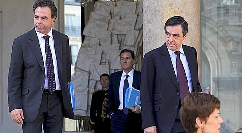 Le ministre de l'Éducation nationale, Luc Chatel, et le premier ministre, François Fillon, à la sortie d'un Conseil des ministres en avril dernier.