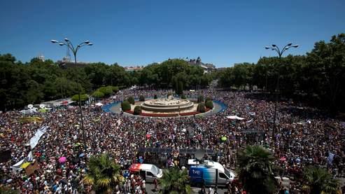Le square Neptune, à Madrid, était envahi, dimanche 19 juin, par les manifestants.