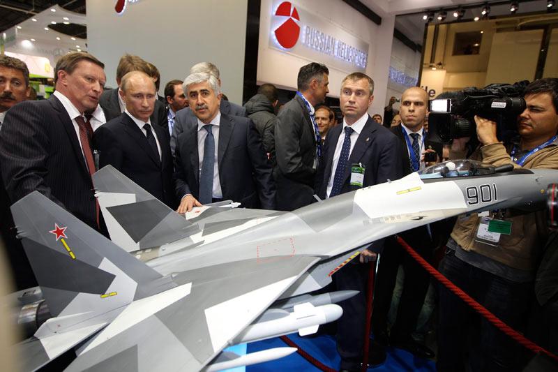 <b>Commandes</b>. Vladimir Poutine était, mardi 21 juin, en visite officielle en France pour assister à l'inauguration du salon aéronautique du Bourget, visite qui a été l'occasion d'annoncer des commandes de consortiums russes. Entre autres, la société publique Russian Helicopters a signé un accord de co-entreprise avec la filiale AgustaWestland de Finmeccanica. Le premier ministre russe était présent à la signature, ainsi qu'à celle d'une alliance passée entre le Russe Energia et Astrium, une filiale d'EADS, dans le domaine des sondes spatiales.