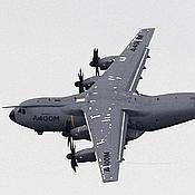 L'Airbus A400M à son arrivée au Bourget.