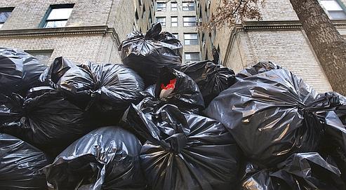 Un kilo de sac plastique à base de pétrole représente deux kilos de CO2, contre presque zéro pour le plastique d'origine végétale. Crédits photo : SHANNON STAPLETON/REUTERS.