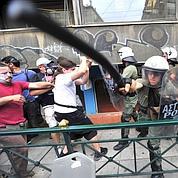 Police et manifestants s'affrontent à Athènes