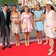 Caroline, Stéphanie et les enfants de cette dernière.