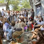 Jim Morrison : ses fans se recueillent à Paris