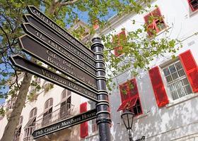 Gibraltar est une ville typiquement anglaise, déplacée sous le soleil. (Noël Quidu/Le Figaro Magazine)