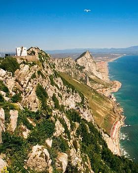 Avec ses canons et ses tunnels souterrains, le rocher de Gibraltar est une forteresse imprenable, érigée par une Angleterre (propriétaire des lieux depuis 1704) soucieuse de contrôler le détroit. (Noël Quidu/Le Figaro Magazine)